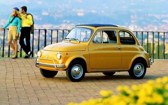 O Fiat 500 da geração passada foi um dos primeiros carros pequenos a ser produzido em massa