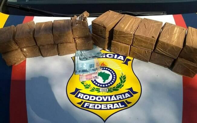 Motorista que levava as munições de fuzil disse que receberia R$ 1,5 mil para entregar o carrono Complexo do Alemão