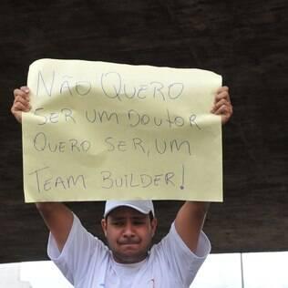 Manifestante participa de protesto a favor da Telexfree em SP, após bloqueio em 2013