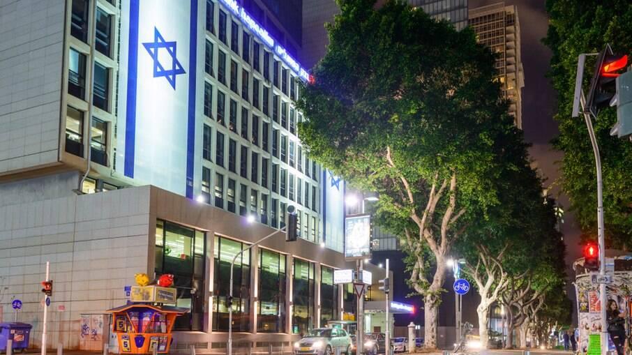 Israel começa a reabrir