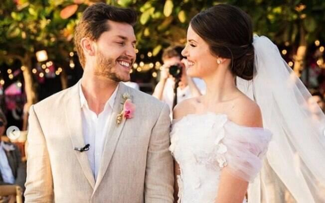Veja o look das famosas para o casamento de Camila Queiroz e Klebber Toledo que aconteceu em Jericoacoara, no Ceará