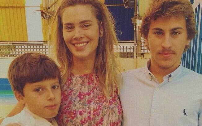 Carolina Dieckmann e os filhos Davi e José