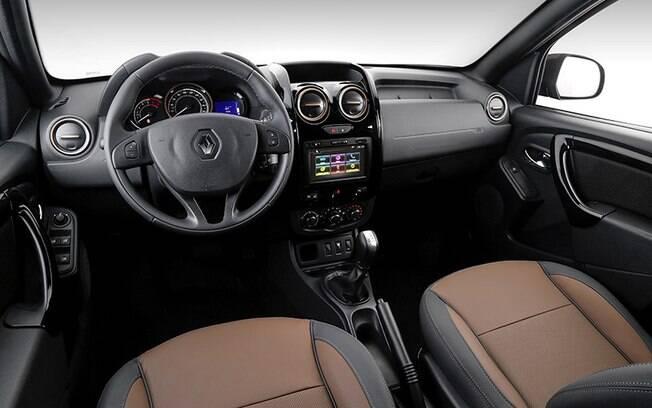 Interior da versão Dynamique 1.6 CVT vem com bancos de couro e central multimídia com tela sensível ao toque