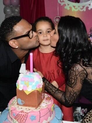 Scheila Carvalho e Tony Salles comemoram aniversário de quatro anos da filha Giulia