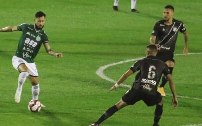 Zagueiro celebra gol da vitória no dérbi