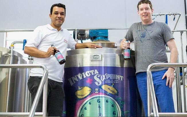 Rodrigo Silveira e Shane Welch, mestres-cervejeiros da Invicta e Sixpoint, respectivamente