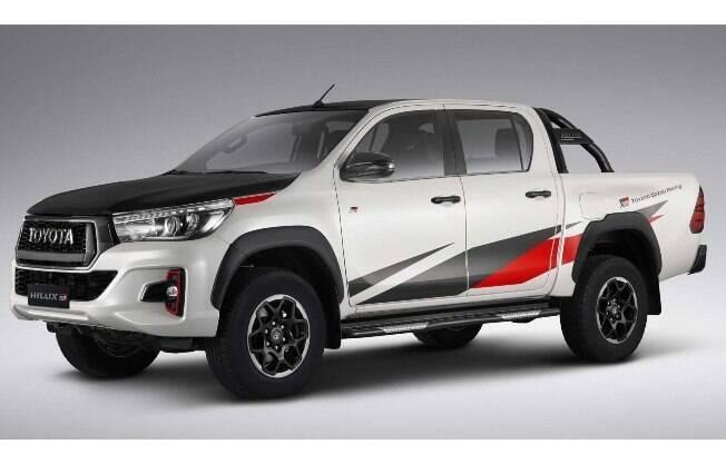 Toyota Hilux GR Sport é o primeiro modelo da marca que traz preparação da subdivisão japonesa de performance