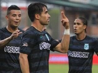 Jogadores do Atlético Nacional comemoram fácil triunfo na Liga