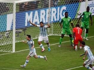 Messi comemora gol da Argentina contra a Nigéria, em Porto Alegre