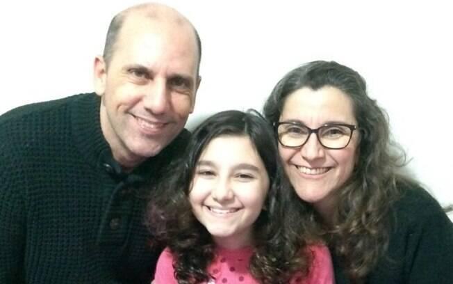 Os pais Marcos e Adriana com a filha Mariana, de 10 anos.