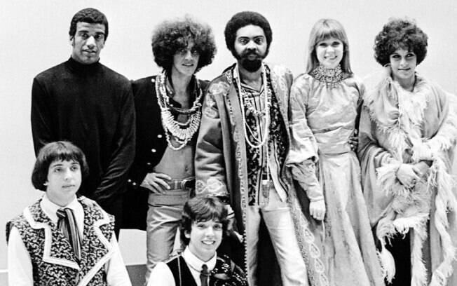 A Tropicália foi um movimento que revolucionou a cultura brasileira. Na música, foi representada por Jorge Ben Jor, Os Mutantes, Gilberto Gil, Caetano Veloso e Nara Leão