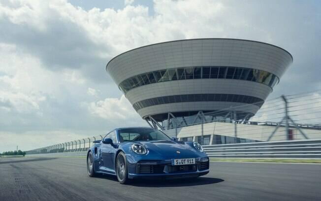 Porsche 911 Turbo é o lendário esportivo da marca alemã que vem sendo vendido no Brasil há décadas