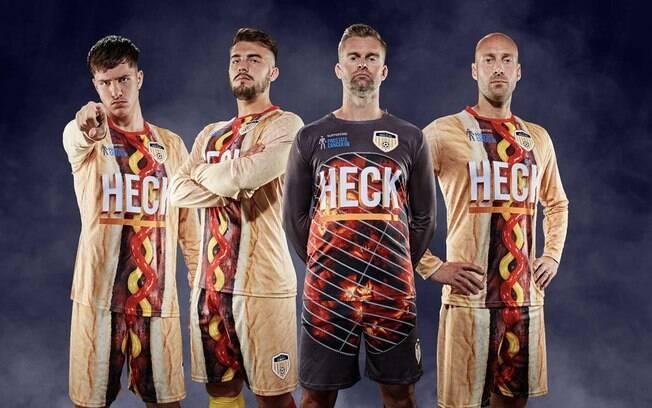 O clube inglês Bedale FC lançou mais um uniforme diferente, com hot-dog gigante na camisa e short