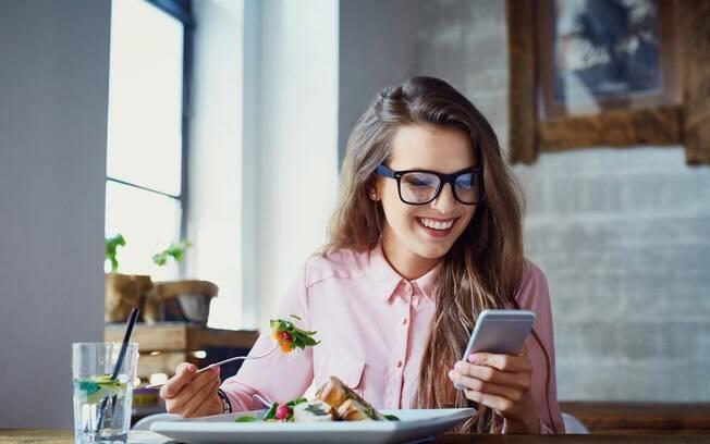 Fazer um diário do que está comendo é uma dica aprovada pela ciência de como emagrecer rápido e também no longo prazo