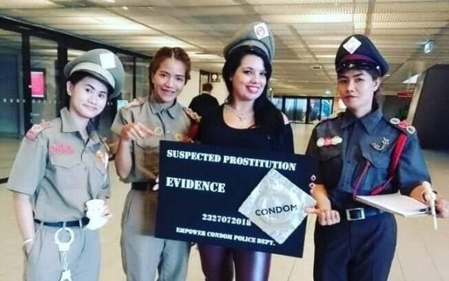 Monique Prada e profissionais do sexo tailandesas em protesto