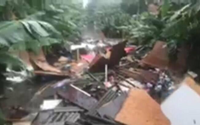 Desabamento de residência no bairro do Limão, zona norte de São Paulo, nesta terça-feira (20)