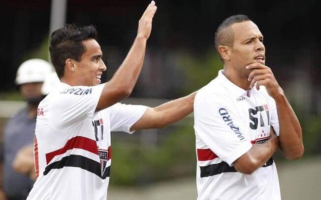 Jadson e Luis Fabiano marcaram na vitória do  São Paulo