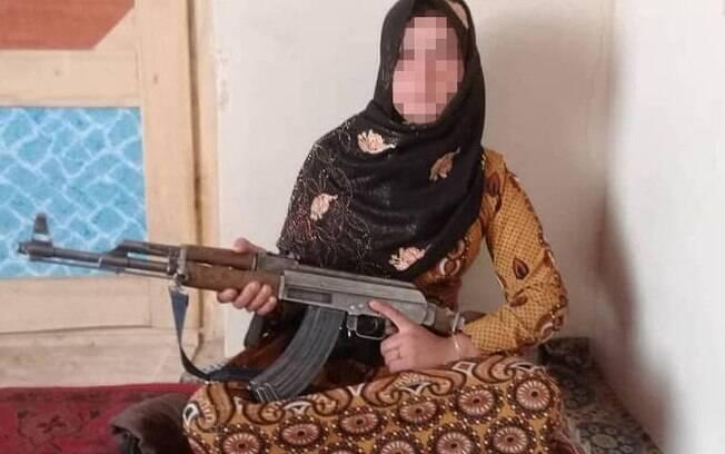 Qamar Gul, de 16 anos, matou três homens e feriu outros para vingar a morte dos pais