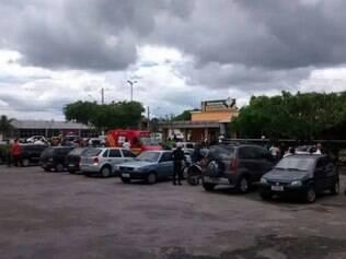 Homem é baleado na frente da mulher e do filho dentro de restaurante em Diamantina