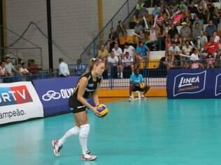 Karine Guerra foi um dos nomes do triunfo do Praia na estreia da Superliga Feminina