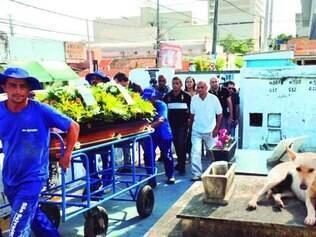 Cerca de 50 pessoas compareceram ao enterro de Paulo Malhães