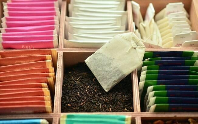 Preste atenção à temperatura da água e ao tempo de infusão para um bom chá