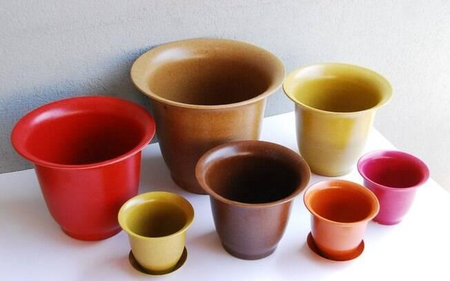 Os vasos da Total Packaging são feitos com cascas de arroz e recheios vegetais biodegradáveis. As peças estão na exposição