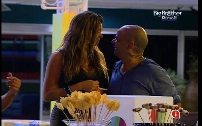 Fiona fala sobre Jonas com o mineiro