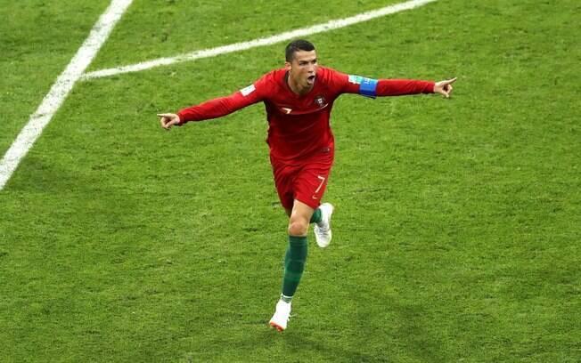 Cristiano Ronaldo fez três gols contra a Espanha na estreia da Copa