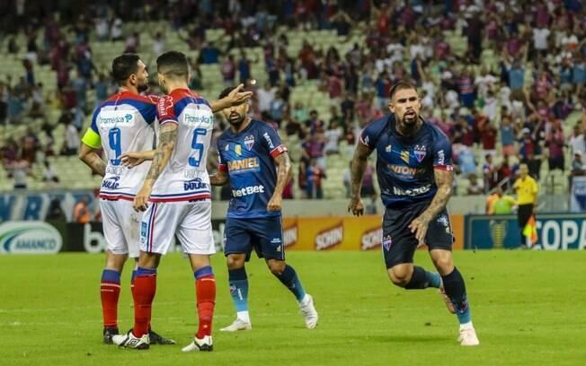 Juan Quintero celebra gol diante do Bahia