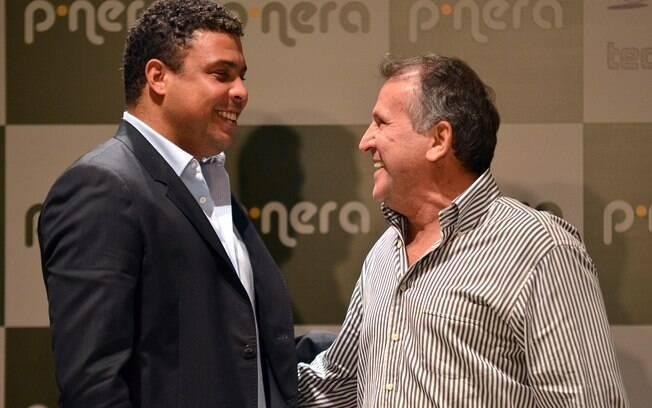 Zico e Ronaldo durante lançamento de projeto  na internet
