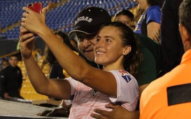 Torcedor apalpou o seio da jogadora Sofia Huerta durante selfie