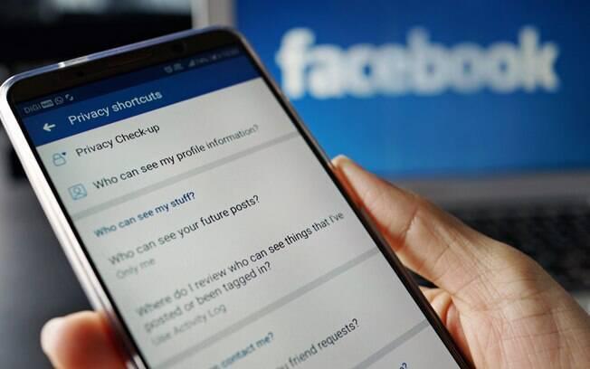 A Coding Rights também promoveu uma ação que usava os anúncios segmentados no Facebook para alertar as pessoas sobre essa forma de direcionamento e a coleta de dados envolvida nele