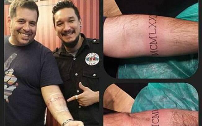 Quinze quilos mais magro, Hassum faz tatuagem no braço