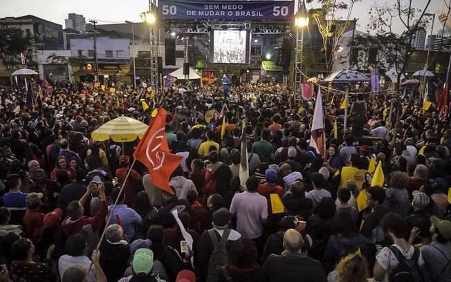 Guilherme Boulos (PSOL) repetiu estratégia de outros candidatos e recorreu ao apoio de militantes do MTST em São Paulo