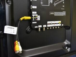 Adaptador permite conectar aparelhos com conexão de vídeo composto