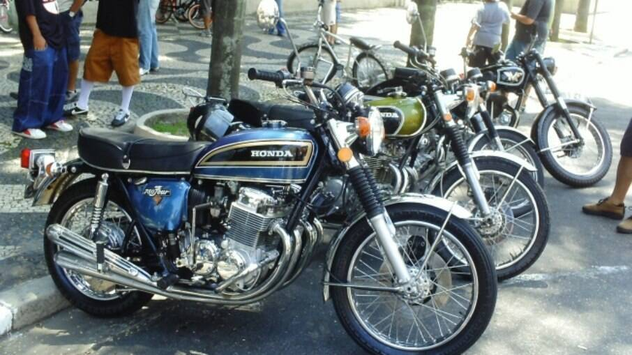 A realeza enfileirada: a rainha Honda CB 750 Four e a princesa Honda CB 500 Four