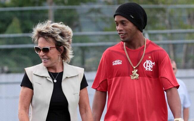 Ronaldinho Gaucho brincou que iria pensar ainda esta noite o nome de seu novo companheiro