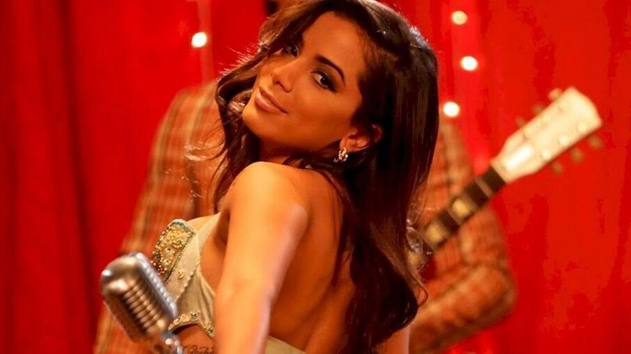 Anitta revela que está vacinada
