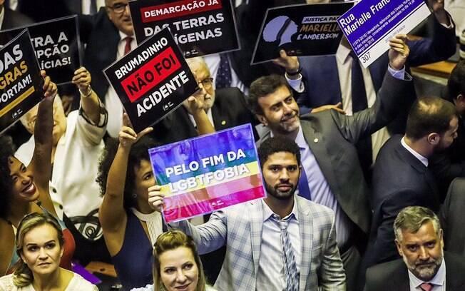 Suplente de Jean Wyllys protesta por direitos a comunidade LGBT e pela criminalização da homofobia na Câmara