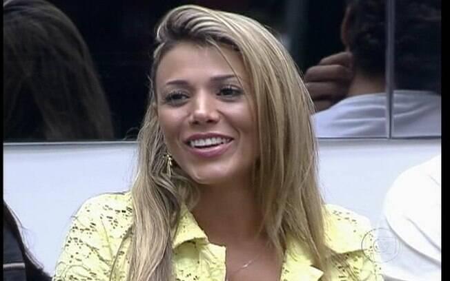 Fabiana dá risada da acusação dos brothers