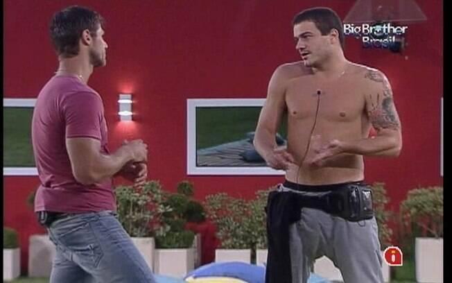 Rafa reclama de Fabiana para Jonas