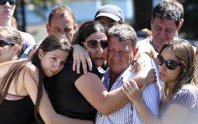 Sepultamento da vítima Alexandre Machado em cemitério na cidade de Santa Maria