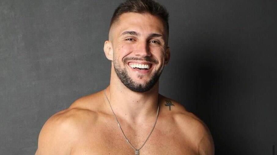 Arthur Picoli revela que não beijou após o BBB 21