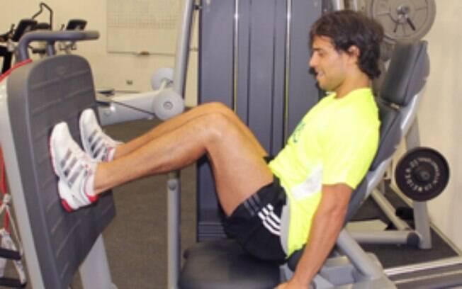 Valdivia se exercita em clínica de Santiato