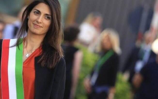 Prefeita de Roma, Virginia Raggi foi assunto na Itália, nesta sexta-feira (10), devido a um caso de machismo contra ela