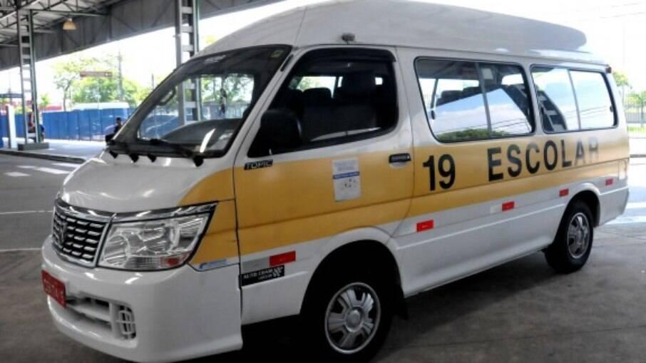 Vans escolares serão usadas em serviço funerário