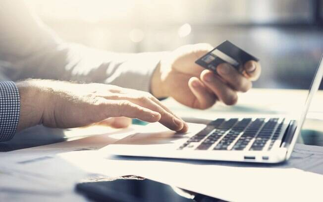 Lojas virtuais podem oferecer cupons de desconto para conseguir fidelizar os consumidores