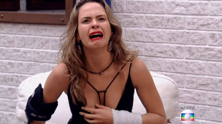 Ana Paula Renault chora ao se dar conta que está em um Paredão Falso