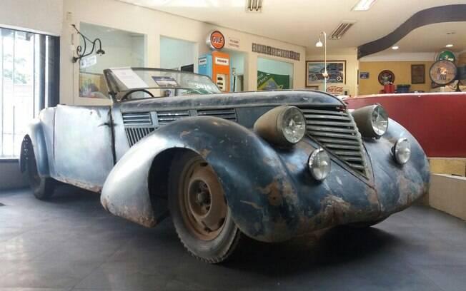 Raro Lancia Astura Pinin Farina Cabriolet 1936 antes da restauração